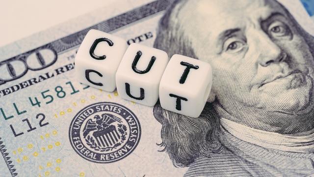 gdp美国_创纪录!3月零售暴涨1400%,统计局前所未见,美国GDP将缩水17.6%